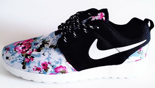 Nike Roshe Run Womenss Shoes Floral Blue Black White New Italy